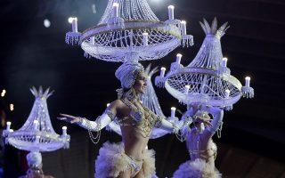 Ο πολυέλαιος. Διαγωνισμός γίνεται κάθε χρόνο λίγο πριν το καρναβάλι για την πολυπόθητη θέση. Αυτή της βασίλισσας του καρναβαλιού στα Κανάρια Νησιά.  EPA/Ramon de la Rocha