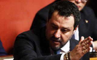 Ο ηγέτης της Λέγκας Ματέο Σαλβίνι χειρονομεί κατά τη διάρκεια της ψηφοφορίας στη Γερουσία.