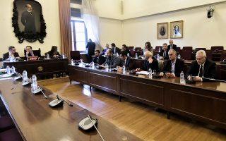 Η πλειοψηφία των μελών της επιτροπής επαναδιατύπωσε τη θέση πως η εξέταση των μαρτύρων με τις κωδικές ονομασίες «Αικατερίνη Κελέση» και «Μάξιμος Σαράφης» πρέπει να γίνει με τους ίδιους ακριβώς όρους που έγινε ανάλογη, από την Εισαγγελία του Αρείου Πάγου, τον περασμένο Δεκέμβριο.