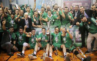 Οι «πράσινοι» κατέκτησαν το Λιγκ Καπ «Νίκος Σαμαράς», επικρατώντας του Ολυμπιακού στο «χρυσό σετ», σε έναν τελικό - διαφήμιση για το ελληνικό βόλεϊ.