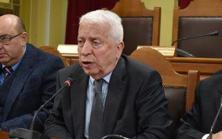 O περιφερειάρχης Βορείου Αιγαίου Κώστας Μουτζούρης (Κ), ο δήμαρχος Μυτιλήνης Στρωτής Κύτελης (Δ)  και ο δήμαρχος Δυτικής Λέσβου Ταξιάρχης Βέρρος (Α) μιλούν σε συνέντευξη Τύπου για τα αιτήματα που θέτουν στην Κυβέρνηση για την αντιμετωπίσιμη της μεταναστευτικής - προσφυγικής κρίσης, με τη μεθαυριανή (Τετάρτη 22 Ιανουαρίου) γενική απεργία στο βόρειο Αιγαίο, Μυτιλήνη, Δευτέρα 20 Ιανουαρίου 2020. Σύμφωνα με αυτά δεν γίνεται δεκτή η απόφαση της Κυβέρνησης για τη δημιουργία οιασδήποτε νέας δομής, ζητείται η άμεση αποσυμφόρηση των νησιών από τους 40.000 αιτούντες  άσυλο που ζουν σε αυτά, ο έλεγχος των μη Κυβερνητικών Οργανώσεων που δρουν στα νησιά και η καλύτερη φύλαξη των θαλάσσιων συνόρων.  ΑΠΕ-ΜΠΕ/ΑΠΕ-ΜΠΕ/ΣΤΡΑΤΗΣ ΜΠΑΛΑΣΚΑΣ