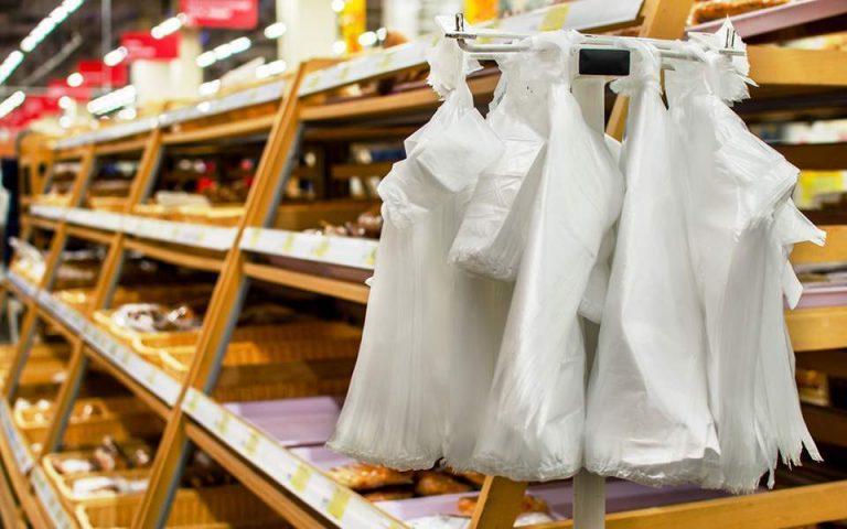 Μειώθηκε 98,6% η χρήση πλαστικής σακούλας