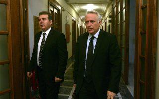 Την περίοδο 2009-2012 ο Μιχάλης Χρυσοχοΐδης και ο Γιάννης Ραγκούσης ήταν υπουργοί στις κυβερνήσεις του Γιώργου Παπανδρέου και του Λουκά Παπαδήμου. Σήμερα είναι αντίπαλοι στο πεδίο της ασφάλειας.