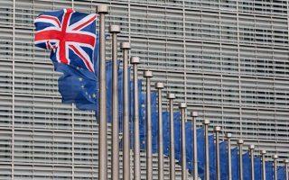 Επιμερίζοντας τον λογαριασμό, στην περίπτωση ενός σκληρού Brexit περισσότερο και με διαφορά θα επιβαρυνθεί η Γερμανία, η οποία το 2018 εξήγαγε στη Βρετανία προϊόντα συνολικής αξίας 76,4 δισεκατομμυρίων ευρώ.