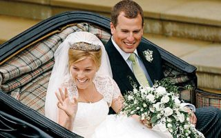 Ο Πίτερ Φίλιπς και η Οτομν Κέλι μετά τον γάμο τους στις 17 Μαΐου 2008 στο ανάκτορο του Ουίνδσορ.