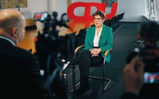 H Ανεγκρετ Κραμπ-Κάρενμπαουερ δίνει συνέντευξη στο πρακτορείο Reuters μία ημέρα μετά την αιφνιδιαστική απόφασή της να εγκαταλείψει την καρέκλα της ηγεσίας των Γερμανών Χριστιανοδημοκρατών (CDU) και να μη διεκδικήσει την καγκελαρία το 2021. Λέγεται ότι ούτε καν η Μέρκελ γνώριζε. REUTERS/HANNIBAL HANSCHKE