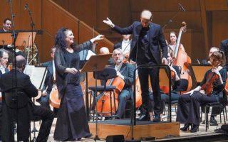 Η Ειρήνη Τσιρακίδου ερμήνευσε τα τραγούδια του Γιάννη Χρήστου σε ποίηση Τ.Σ. Ελιοτ στη συμφωνική τους εκδοχή. ΧΑΡΗΣ ΑΚΡΙΒΙΑΔΗΣ