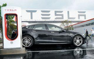 Η Tesla πρόκειται να αναπτύξει στην Ελλάδα δίκτυο ταχυφορτιστών, επένδυση η οποία υπολογίζεται στα 10 εκατ. ευρώ. Σύμφωνα με πηγές της «Κ», μάλιστα, έχουν εντοπιστεί και ετοιμάζονται οι σχετικές συμβάσεις για ορισμένα από τα ακίνητα που απαιτούνται.