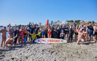 Τη μορφή κολυμβητικού κινήματος έχει πάρει το κάλεσμα που είχε απευθύνει ο Πέτρος Παρθένης στα μέσα κοινωνικής δικτύωσης το 2015: «Ελάτε, η θάλασσα είναι ζεστή» (φωτ. Γιάννης Ζινδριλής).