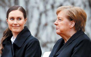 Σκυθρωπή και μορφάζοντας υποδέχθηκε η καγκελάριος Αγκελα Μέρκελ την πρωθυπουργό της Φινλανδίας Σάνα Μαρίν, χθες στο Βερολίνο. Λίγες ώρες νωρίτερα είχε ανακοινώσει την πρόθεσή της να μην αναμειχθεί στην ανάδειξη νέου επικεφαλής του Χριστιανοδημοκρατικού Κόμματος (CDU) μετά την παραίτηση της Ανεγκρετ Κραμπ-Κάρενμπαουερ από την αρχηγία του.