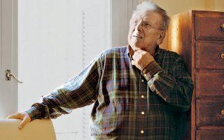 Λαϊκό είδωλο μεγάλης διάρκειας, με γοητεία, πειθώ και την αμεσότητα του παιδιού της πιάτσας, ο Κώστας Βουτσάς, ίσως ο πιο αγαπητός Ελληνας κωμικός ηθοποιός έφυγε, χθες, από τη ζωή σε ηλικία 88 ετών.