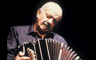 Η τελευταία συναυλία που έδωσε ο Πιατσόλα ήταν στην Ελλάδα.