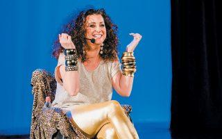 Η Κατερίνα Βρανά στη σκηνή του θεάτρου του Κολλεγίου.