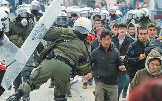 Τα γεγονότα που έλαβαν χώρα τη Δευτέρα το βράδυ προς ξημερώματα Τρίτης στη Μυτιλήνη «επιβεβαιώνουν την ανάγκη επιτάχυνσης των διαδικασιών ασύλου και επιστροφών», σύμφωνα με τον κυβερνητικό εκπρόσωπο.