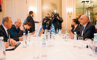 Οι κ. Νίκος Δένδιας και Σεργκέι Λαβρόφ κατά τη διάρκεια της χθεσινής πρώτης ημέρας εργασιών της 56ης διάσκεψης του Μονάχου για την ασφάλεια.