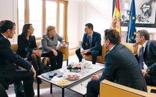 Ο Γάλλος πρόεδρος Εμανουέλ Μακρόν, η πρωθυπουργός του Βελγίου Σοφί Βιλμές, η Γερμανίδα καγκελάριος Αγκελα Μέρκελ, ο πρωθυπουργός της Ισπανίας Πέδρο Σάντσεθ, ο Ελληνας πρωθυπουργός Κυριάκος Μητσοτάκης και ο πρωθυπουργός του Λουξεμβούργου Ξαβιέ Μπετέλ συναντήθηκαν χθες, στο περιθώριο των εργασιών της έκτακτης Συνόδου Κορυφής των ηγετών των χωρών-μελών της Ε.Ε. για τον επόμενο επταετή προϋπολογισμό της Ενωσης.