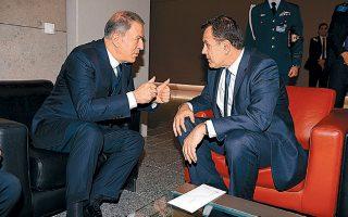 Ο υπουργός Εθν. Αμυνας Ν. Παναγιωτόπουλος συνομιλεί με τον Τούρκο ομόλογό του Χουλουσί Ακάρ, στο περιθώριο της συνόδου του ΝΑΤΟ στις Βρυξέλλες.