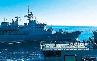 Στιγμιότυπο από την άσκηση «Λόγχη» του Πολεμικού Ναυτικού, που διεξήχθη με τη συμμετοχή πλοίων των Διοικήσεων Φρεγατών, Ταχέων Σκαφών, Πλοίων Επιτήρησης καθώς και της Διοίκησης Υποβρυχίων Καταστροφών, στο Μυρτώο Πέλαγος το διήμερο 18 και 19 Φεβρουαρίου.