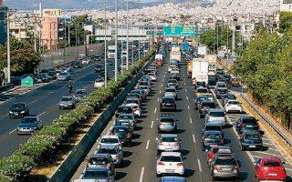 Εμποροι επιλέγουν να περάσουν τα οχήματά τους στη γειτονική χώρα πριν από την εισαγωγή τους στην Ελλάδα.