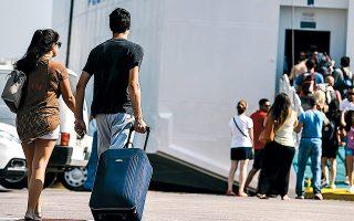 Τα νησιά του Αιγαίου είναι από τους πιο δημοφιλείς προορισμούς για τους μαθητές λυκείου, από σχολεία της ηπειρωτικής Ελλάδας, για την καθιερωμένη πολυήμερη εκδρομή προς το τέλος της σχολικής χρονιάς.