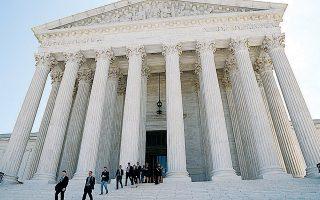 Το κτίριο του Ανωτάτου Δικαστηρίου των ΗΠΑ αποτελεί χαρακτηριστικό δείγμα επιλεκτικής νεοκλασικής αρχιτεκτονικής, συνδυάζοντας με τόλμη στοιχεία όλων των αρχαιοελληνικών ρυθμών.