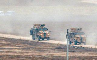 Στρατιωτικά οχήματα της Τουρκίας και της Ρωσίας επιστρέφουν στις βάσεις τους, στη βορειοανατολική Συρία, ύστερα από κοινή περιπολία.