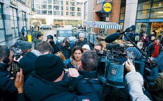 Η πρόεδρος του Σιν Φέιν, Μαίρη Λου Μακ Ντόναλντ, σε χθεσινές δηλώσεις στα ΜΜΕ στο Δουβλίνο.