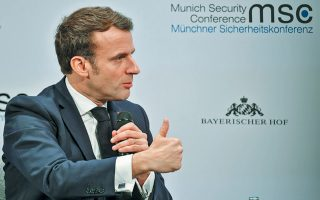 «Αν τα αποτελέσματα είναι θετικά, τότε θα πρέπει να είμαστε σε θέση να αρχίσουμε διαπραγματεύσεις», δήλωσε ο Εμανουέλ Μακρόν.