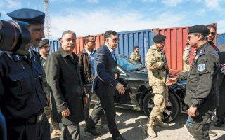 Ο Λίβυος πρωθυπουργός Φαγέζ Σαράζ επισκέπτεται το λιμάνι της Τρίπολης μετά την επίθεση από δυνάμεις του Χαλίφα Χαφτάρ.