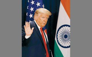 Ο Τραμπ κατά τη διάρκεια συνέντευξης Τύπου χθες στο Νέο Δελχί.