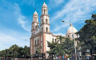 Στον καθεδρικό ναό της Παναγίας του Ροζάριο τελέστηκε ο γάμος της κόρης του βαρώνου των ναρκωτικών, Χοακίν «Ελ Τσάπο» Γκουζμάν, ο οποίος εκτίει ποινή ισόβιων δεσμών στις ΗΠΑ.