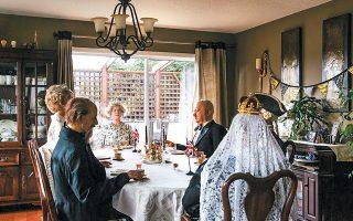 Τα κέρινα ομοιώματα περιμένουν τους θαυμαστές του πριγκιπικού ζεύγους στην καναδική πόλη.