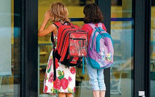 «Πολλά κορίτσια αναγκάζονται να χρησιμοποιήσουν ακατάλληλα υλικά, όπως χαρτομάντιλα ή κάλτσες», επισημαίνει δεκαεξάχρονη μαθήτρια.