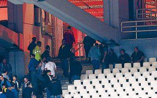 Τα επεισόδια με την αστυνομία στο ντέρμπι με τον Ολυμπιακό θα αναγκάσουν την ΑΕΚ να δώσει χωρίς κόσμο το δεύτερο παιχνίδι με τον Παναιτωλικό για το Κύπελλο και αυτό με τον ΟΦΗ για το πρωτάθλημα.