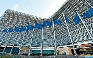 Στην έκθεση για την οικονομική πολιτική στην Ελλάδα στο πλαίσιο του ευρωπαϊκού εξαμήνου, που δημοσιεύθηκε χθες, η Επιτροπή αναδεικνύει το ζήτημα των συνεχιζόμενων προβλημάτων του χρηματοπιστωτικού τομέα, σημειώνοντας ότι «απαιτείται σημαντική περαιτέρω δράση».