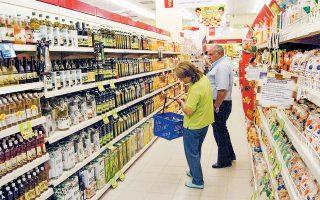 Στο ενδεκάμηνο του 2019 οι πωλήσεις των σνακ διαμορφώθηκαν στη μικρή λιανική και στα σούπερ μάρκετ σε 442 εκατ. και 522 εκατ., αντιστοίχως, ενώ στα ροφήματα, τα αναψυκτικά και τα ποτά, οι πωλήσεις στα μίνι μάρκετ της γειτονιάς είναι μεγαλύτερες σε αξία από αυτές που γίνονται στα σούπερ μάρκετ: 394 εκατ. έναντι 360 εκατ. ευρώ.