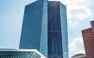 Οικονομικοί αναλυτές προειδοποιούν ότι «το φάσμα της ύφεσης είναι ξανά εδώ» και εκτιμούν πως η αρνητική αυτή εξέλιξη θα απασχολήσει έντονα την ΕΚΤ.