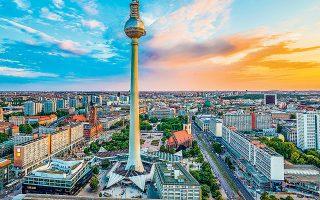 Η Γερμανία μπήκε στο 2020 με μια οικονομία σε στασιμότητα και τον μεταποιητικό τομέα της υπό πίεση, με αποτέλεσμα να μην είναι θωρακισμένη απέναντι στους κινδύνους που εγκυμονούν η αβεβαιότητα για το διεθνές εμπόριο και η επιδημία του κορωνοϊού.