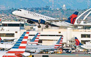 Στις Ηνωμένες Πολιτείες, η American Airlines και η Delta διέκοψαν τις πτήσεις προς την Κίνα μέχρι το τέλος Απριλίου.