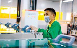 Από έρευνα που διεξήγαγε η κινεζική εταιρεία ανεύρεσης ταλέντων Zhaopin μεταξύ 9.500 εργαζομένων, προέκυψε ότι σε ποσοστό άνω του 1/3 γνωρίζουν πως μπορεί να μειωθεί ή και να διακοπεί ο μισθός τους.