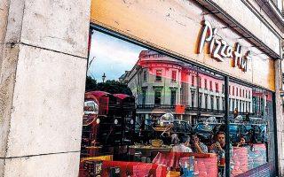 Oι πωλήσεις στα 1.255 εστιατόρια της Pizza Hut μειώθηκαν κατά 2,5% σε ετήσια βάση το τελευταίο τρίμηνο.