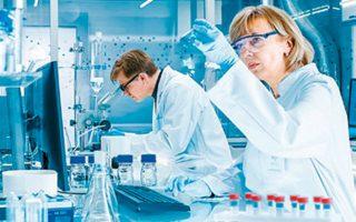 Οι φήμες ότι οι επιστήμονες είναι κοντά στην παρασκευή εμβολίου ενίσχυσαν τις μετοχές φαρμακοβιομηχανιών.