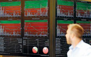 Οι επενδυτές συνεχίζουν να είναι διστακτικοί στο να αυξήσουν τις θέσεις τους στην ελληνική χρηματιστηριακή αγορά, σε απόλυτη αντίθεση με ό,τι συμβαίνει στην αγορά ελληνικών ομολόγων, όπου η επενδυτική… φρενίτιδα συνεχίζεται με τις αποδόσεις να «γράφουν» ολοένα και νέα ιστορικά χαμηλά.