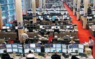 Εκτός από τις έντονες πιέσεις στη χρηματιστηριακή αγορά, «στράβωσε» το κλίμα και στην αγορά ομολόγων, με τις αποδόσεις στα ομόλογα της Ευρωζώνης και της Ευρωπεριφέρειας ειδικότερα να σημειώνουν ισχυρή άνοδο χθες. Η απόδοση του ελληνικού 10ετούς διαμορφώθηκε στο 1,178% με άνοδο της τάξεως του 12% από τα επίπεδα της Τρίτης.