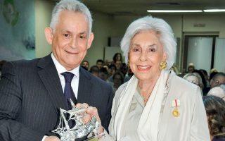 Ο νέος Διοικητής του Κωνσταντοπούλειου Νοσοκομείου, Χαράλαμπος Πρίφτης με την Αλίκη Περρωτή.