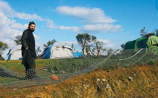 Ο αρχιμανδρίτης Γεώργιος Σιώμος είχε σπεύσει σε βοήθεια των ξεριζωμένων στη Μόρια ήδη από το 2015. Τις επόμενες μέρες θα συμμετάσχει σε δημόσια συζήτηση στο Μόναχο για το προσφυγικό και την κατάσταση στο Αιγαίο.