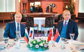 Bλαντιμίρ Πούτιν και Ταγίπ Ερντογάν στο δείπνο εργασίας, ένα μήνα πριν στην Κωνσταντινούπολη, με αφορμή τα εγκαίνια του αγωγού TurkStream. Οσο και αν τον εκνευρίζει ο Tούρκος πρόεδρος ως προσωπικότητα, ο Πούτιν ξέρει ότι τον χρειάζεται, υπογραμμίζει το πρακτορείο Bloomberg σε ανάλυσή του για τη σχέση των δύο ανδρών.