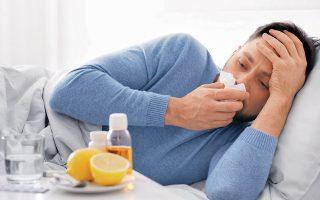 H λοίμωξη COVID-19 ξεκινάει συνήθως με συμπτώματα που προσομοιάζουν με αυτά του κοινού κρυολογήματος: καταρροή, βήχας, πονόλαιμος, πονοκέφαλος.