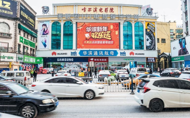 Ο κορωνοϊός μολύνει την κινεζική οικονομία