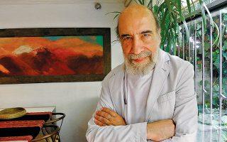 Ο 70χρονος Ραούλ Σουρίτα, ένας από τους σημαντικότερους εν ζωή ποιητές της Χιλής, υπήρξε θύμα βασανισμών από τη δικτατορία του Πινοσέτ.